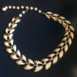 FINAL PRICE. Gorgeous vintage necklace